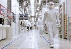 '파운드리 1위 목표' 삼성전자, 업계 최초 7나노 EUV 양산한다