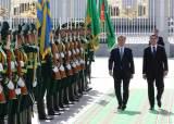 """투르크멘 대통령, 한국 취재진에 """"여러분이 좋은 날씨를 가져왔다"""""""