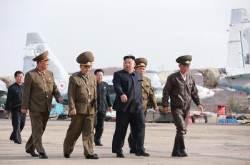 북 김정은, 불시에 비행 훈련 점검