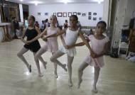 [서소문사진관]페루 빈민가 출신 16세 소녀 마리아, '꿈은 이루어 진다'