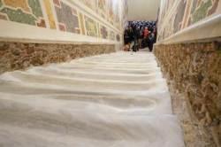 예수 사형 때 올랐던 '성 계단', 300년만에 덮개 벗었다
