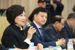 """박영선 최저임금 총대 메나 """"차등 적용, 국무회의에 제안"""""""
