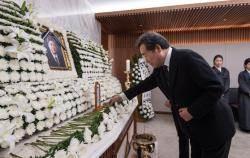 """이총리, 김홍일 전 의원 빈소 찾아 """"사랑 많고 눈물 많은 분"""""""