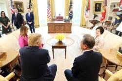 """CNN """"문 대통령 김정은에게 전달할 트럼프 메시지 있다"""""""
