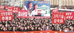 [사진] 자력갱생 외치는 <!HS>평양<!HE> 시민들