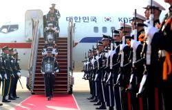 [서소문사진관]82년 만의 귀환, 대통령 전용기로 돌아온 애국지사