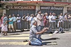 """스리랑카 정부 """"290명 숨진 부활절 테러, 배후는 급진 무슬림 단체"""""""