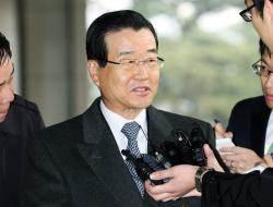 검찰, 'MB 당선축하금 의혹' 라응찬 전 신한지주 회장 소환