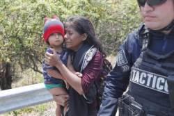 [서소문사진관] 멕시코, 이민자 500여명 체포...트럼프의 압박 때문