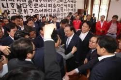 """문 의장 측 """"한국당 겁박, 있을 수 없는 폭거…사과해야"""""""