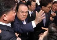 문희상 의장, 한국당 집단 항의방문 충돌에 '쇼크'…병원行