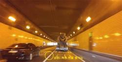 터널 차로 변경 허용뒤 반전···추돌사고 오히려 줄었다
