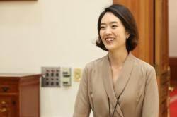 """靑 """"고민정, 아나운서 출신이라 정무감각 없다는 건 편견"""""""