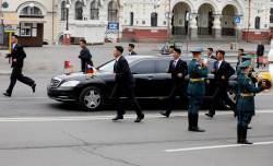 김정은의 '달리는 보디가드',러시아에서도 달린다…'V'자에서 바뀐 하노이와 같이 '11'자