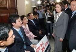 한국당 저지에 전자입법발의···패스트트랙 법안 제출 완료