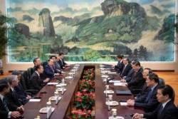 한국 특사 하석에 앉힌 시진핑, 일본 특사와는 마주 앉았다