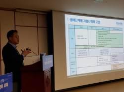 """""""출산율 목표 접은 정부, 저출산 대책 포기 아니냐"""""""