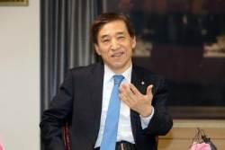 """'성장률 쇼크'에 이주열 """"기업투자 활력 불어넣을 정책 필요"""""""