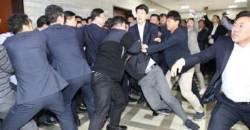 """'동물국회' 허 찌른 전자시스템…한국당은 """"입법 꼼수다"""""""