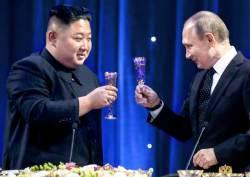 푸틴 카드 과시한 김정은, 뒤로 밀린 남북 정상회담