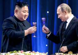 푸틴 카드 과시한 김정은, 뒤로 밀린 <!HS>남북<!HE> <!HS>정상<!HE><!HS>회담<!HE>
