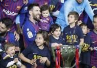'축구의 신' 메시, 바르셀로나 통산 26번째 라리가 우승 견인