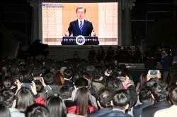 """文, 비핵화 '속도조절' 언급…靑 """"남북회담 지연은 '북·러 절차' 때문"""""""