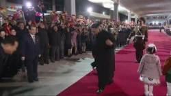 [서소문사진관]최고 지도자 김정은, 고개 숙여 인사 하는 모습 내보냈다.