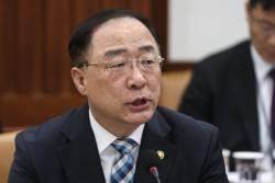 """마이너스 성장 사과한 홍남기 """"목표치 수정계획 없다"""""""