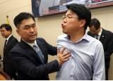 """장제원, 막아서는 국회 직원에게 """"국회의원을 밀어? 사과해"""""""