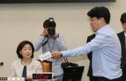 """선거제 개편안 패스트트랙 지정…장제원 """"독재하냐"""" 항의"""