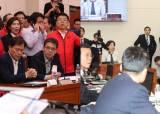 """사개특위에 몰린 한국당…나경원 """"독재타도"""" 구호 외쳐"""