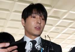 최종훈 '집단<!HS>성폭행<!HE> 의혹' 경찰조사…혐의 부인