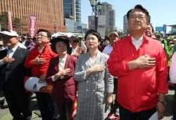 바른미래 탈당 이언주, 한국당 의원들 사이에서 등장