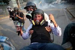 """미국 """"베네수엘라 군사개입 가능"""" 러시아 """"내정간섭 말라"""""""