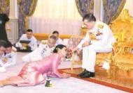 [사진] 태국 국왕 4번째 부인 스튜어디스·근위대장 출신
