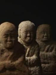 땅속에서 500년, 아이같이 맑은 미소