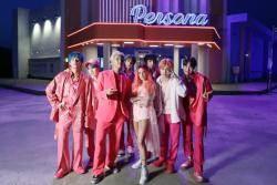 핑크 슈트 찾는 요즘 남자들…BTS도 입었다
