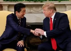 트럼프와 30번째 통화한 <!HS>아베<!HE>, 한국만 쏙 빼고 말했다