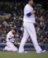 류현진 퍼펙트 깨지자 무릎 꿇은 터너, 홈런 3방으로 보답
