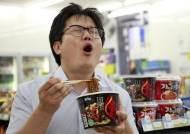 '불닭' 15억개1조어치 팔았다···불황에 매운맛 전성시대