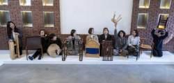 """여자 목수 아홉의 초청장 """"이런 의자에 앉아 보실래요"""""""