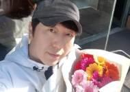 """""""겸손과 초심으로 멋지게""""..김수로, 생일 꽃다발 인증샷"""