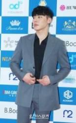"""휘성 """"난 떳떳해""""…에이미 논란에 첫 심경고백"""