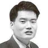 """청와대서 文 만난 이홍구 """"사면초가 처지 아는 듯한 표정"""""""