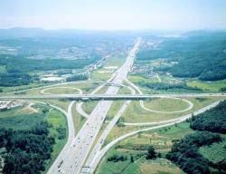 [숫자로 본 우리나라 도로] 도로 합치면 국민 1명당 2.14m, 가장 긴 도로는 77번 국도