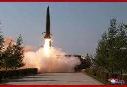 북, 쏠 때마다 '신형' 과시...9일 발사때는 무한궤도식 발사대