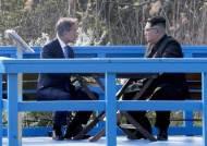"""文대통령 """"김정은, 도보다리서 '핵 없이 안전하면 왜 핵 가지나'"""""""