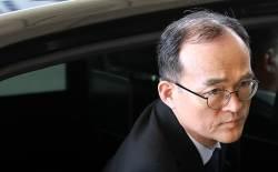 """[단독] 대검 """"공수처의 영장청구권은 위헌 소지""""…여권은 새 총장 물색"""