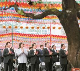 [사진] 부처님오신날 조계사 모인 정치권